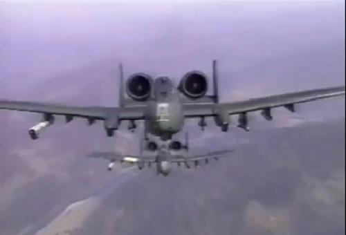 Các máy bay Mỹ phô bày sức mạnh hỏa lực nhằm răn đe Nga