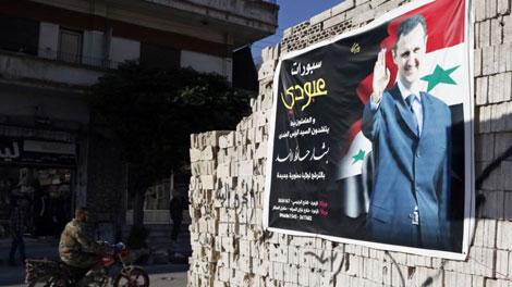 Hình ảnh ủng hộ Tổng thống Syria Bashar al-Assad trên một bức tường ở khu phố Al-Zahraa trong thành phố Homs.