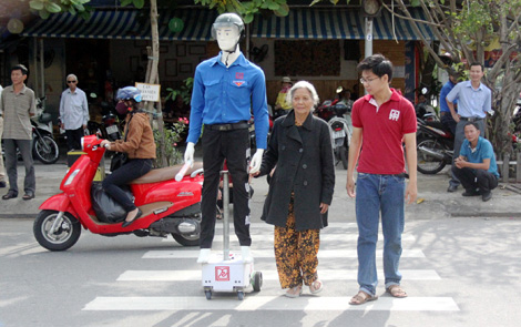 Robot sẽ giúp dẫn người qua đường và cảnh báo dừng xe nhất là cho người cao tuổi