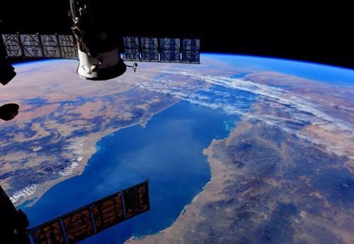 Trạm năng lượng của Trung Quốc dự kiến được lắp đặt ở độ cao 36.000 km so với mặt đất và lớn hơn nhiều kích thước của ISS. Ảnh: NASA