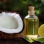 """Chia sẻ """"bí quyết"""" sáng da trị mụn bằng dầu dừa"""