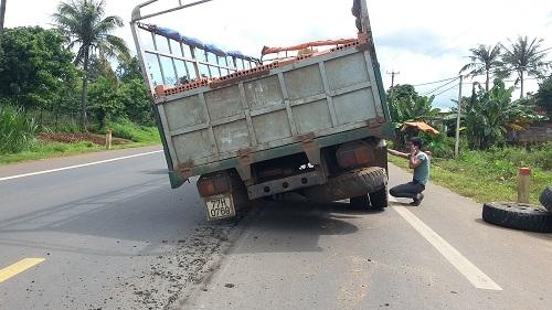 Xe tải rơi bánh khi đang lưu thông