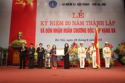 Bảo hiểm xã hội TP Hà Nội đón nhận Huân chương Độc lập hạng ba.