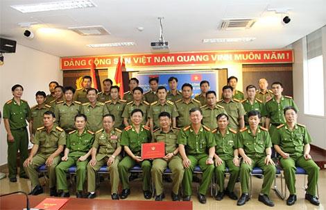 Các đại biểu, giảng viên, học viên tham dự Lớp tập huấn chụp ảnh lưu niệm.