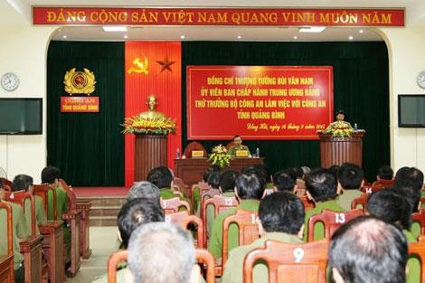 Thứ trưởng Bùi Văn Nam và đoàn công tác của Bộ Công an thăm và làm việc với Công an tỉnh Quảng Bình