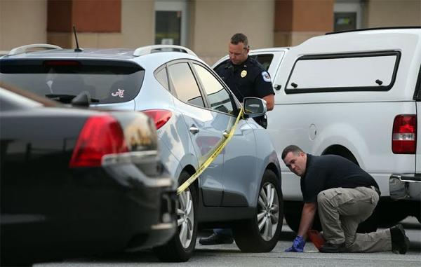 Cảnh sát thực hiện công tác điều tra.