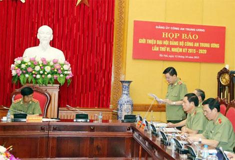 Trung tướng Nguyễn Danh Cộng trình bày tóm tắt công tác chuẩn bị Đại hội Đảng bộ Công an Trung ương lần thứ VI, nhiệm kỳ 2015-2020.