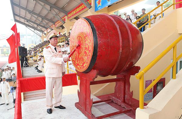 Thượng tướng Bùi Văn Nam, Thứ trưởng Bộ Công an đánh trống khai giảng năm học mới tại Học viện ANND.
