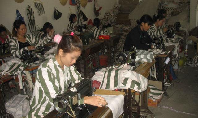 Một góc phân xưởng may ở phân trại nữ.