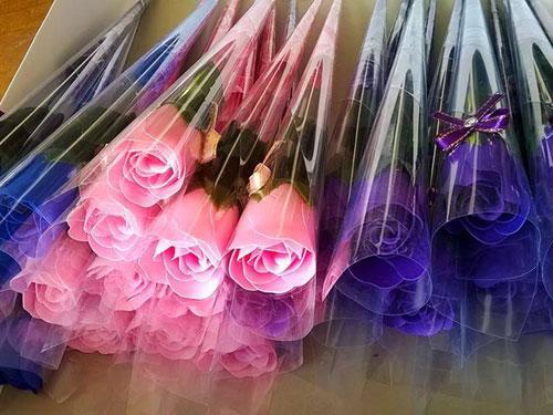 Hoa hồng sáp đang làm mưa làm gió trên thị trường 20/10