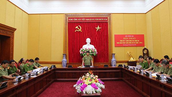 Thượng tướng Bùi Văn Nam phát biểu kết luận buổi hội thảo.
