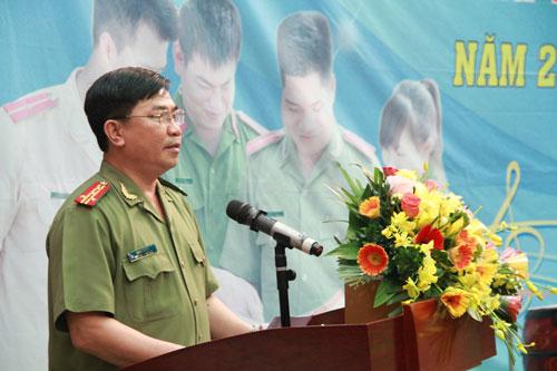 Đại tá Trần Vi Dân, Tổng biên tập Tạp chí CAND phát biểu khai mạc.