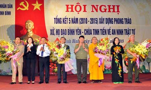 Thứ trưởng Bùi Văn Nam và các đại biểu tại hội nghị.