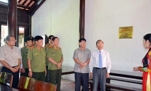 Thứ trưởng Bùi Văn Nam đến thăm và làm việc với nhân dân xã Hồng Sơn, huyện Hàm Thuận Bắc.