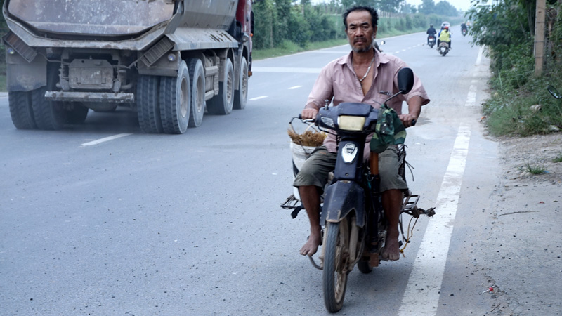 "Bi hai trau bo len dai lo ngan ty ""tap the duc"""