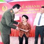 Bộ trưởng Trần Đại Quang trao nhà tình nghĩa tặng thân nhân liệt sĩ Ngô Xuân Tứ