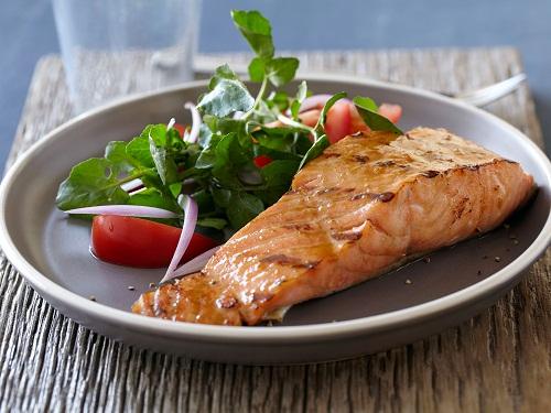Chất béo omega 3 trong cá còn giúp cho các tế bào thần kinh khỏe mạnh hơn.
