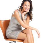 Ngồi vắt chéo chân có hại gì?