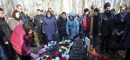 Người dân Nga tưởng niệm các nạn nhân trong vụ tai nạn máy bay ở Sinai