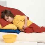 Trẻ bị đau bụng đi ngoài liên tục phải làm sao?