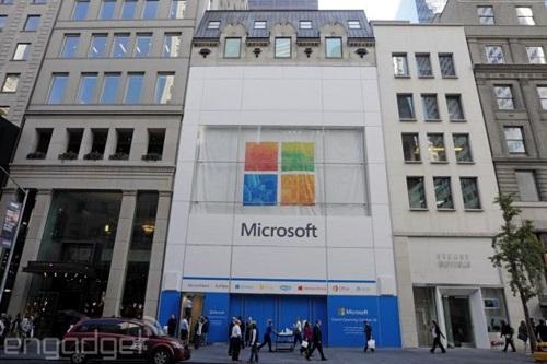 """Microsoft bất ngờ """"lấy lòng Apple trước Giáng sinh"""