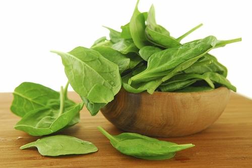 Axit folic có nhiều trong các loại rau màu xanh đậm.