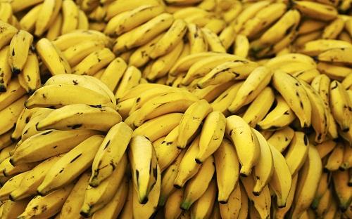 Chuối, cam và các loại trái cây sấy khô có nhiều chất kali, người có thận bị tổn thương nên tránh.