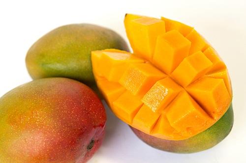 Người bị động kinh không nên ăn các loại trái cây có chỉ số đường huyết cao như xoài.