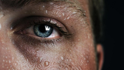 Đổ mồ hôi ban đêm là dấu hiệu sớm của một số loại ung thư, đặc biệt là ung thư máu thể lymphoma.