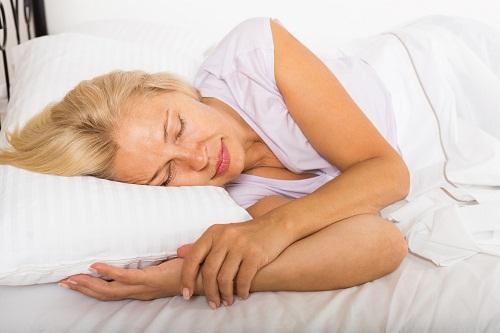 Các bệnh truyền nhiễm, HIV, viêm nội tâm mạc, bệnh lao, viêm tủy xương (viêm xương), áp-xe... được biết đến là những nguyên nhân gây đổ mồ hôi vào ban đêm.