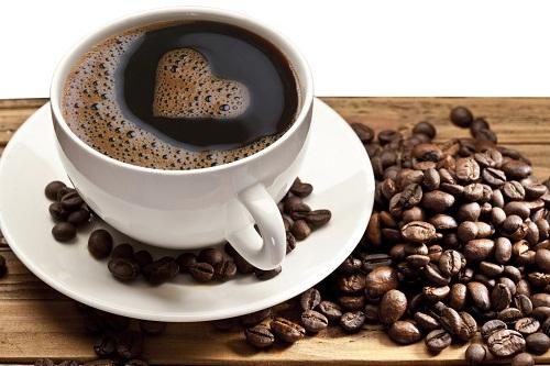 Cà phê có chứa hàm lượng cao của các phân tử chất chống oxy hóa có thể giúp ngăn ngừa nhiều bệnh mãn tính của tuổi già như bệnh tim, bệnh Alzheimer và ung thư.