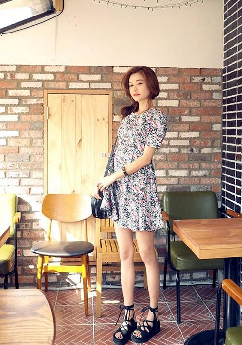 Váy baby doll có họa tiết hoa nhí theo phong cách vintage vẫn được các nàng yêu thích trong hè này