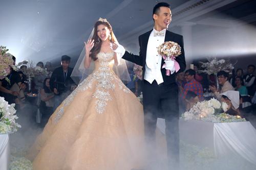 Chiêm ngưỡng 3 bộ váy cưới trăm triệu kiêu sa của Thúy Diễm