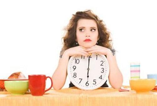 Nhiều chị em quan niệm rằng để giảm cân thì không nên ăn sau 6 giờ tối.