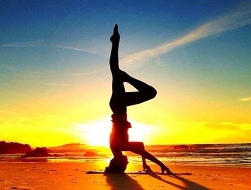 Yoga có rất nhiều động tác khó.
