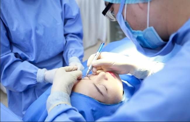 phẫu thuật sụp mí mắt giá bao nhiêu?4446