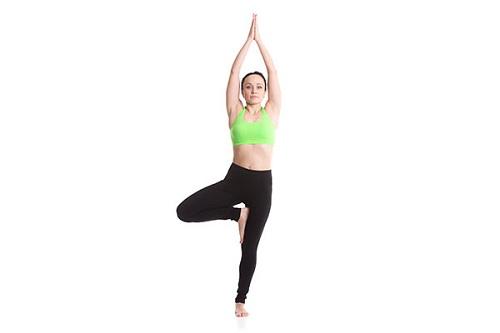 Tư thế cái cây là tư thế yoga giảm cân dễ tập và cho hiệu quả cao.