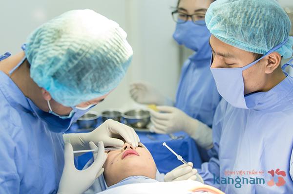 Nâng mũi không phẫu thuật 1