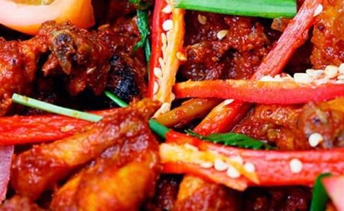 Hạn chế ăn đồ cay nóng để tránh mọc mun