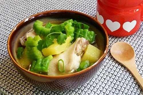 Gà hầm đu đủ xanh là món ăn rất hữu ích cho ngực phát triển