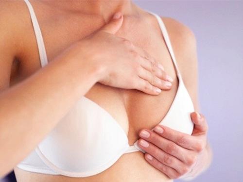 Massage cũng là cách tăng kích thước vòng 1 hiệu quả cho tuổi dậy thì