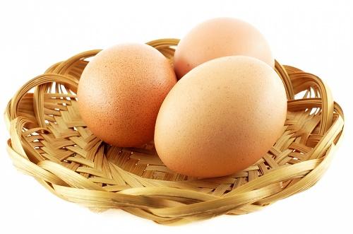 vitamin e kết hợp với trứng gà cũng là phương pháp hiệu quả cho vòng 1 nảy nở