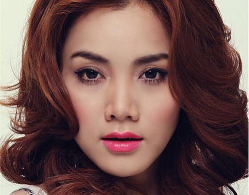 Trang Nhung cũng không nằm ngoài danh sách nghi vấn về chiếc mũi có sự can thiệp của dao kéo