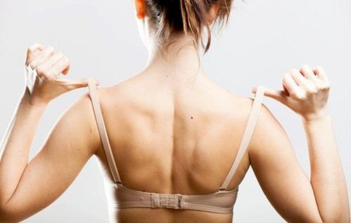 Mặc áo ngực quá chật không chỉ khiến ngực nhỏ đi mà còn có thể làm biến dạng ngực