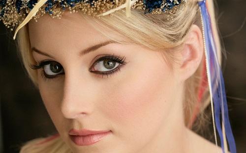 Đôi mắt đẹp là điểm nhấn ấn tượng ở phái nữ