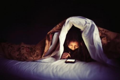 Nên tránh xa các thiết bị điện tử khi ngủ nếu muốn giảm cân hiệu quả