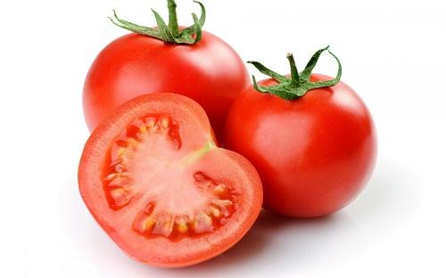 Cà chua kết hợp với bơ sữa giúp đánh bay những vết đồi mồi hiệu quả
