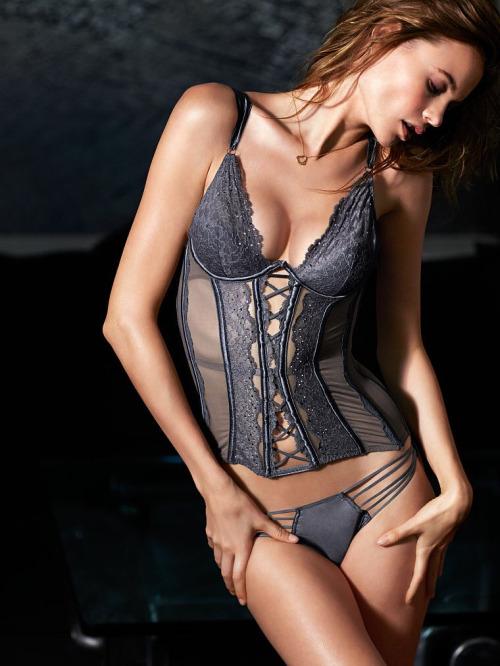 """Áo corset """"cải tiến"""" được hàng nội y danh tiếng Victoria's Secret lăng xê"""