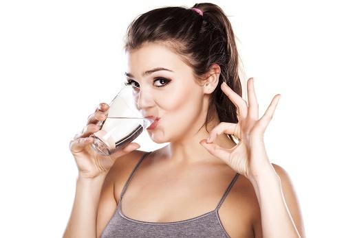 Uống nhiều nước rất tốt cho ngực, đừng nên lười uống nước nhé