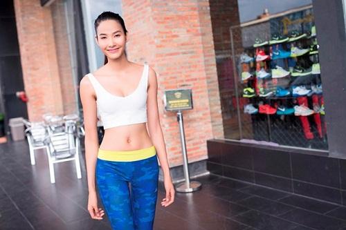 Hoàng Thuỳ - Quán quân Vietnam's Next Top Model là cái tên gây ấn tượng mạnh với công chúng nhờ số đo vòng eo 58cm.